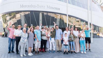 Familientreffen am Mercedes-Benz Museum