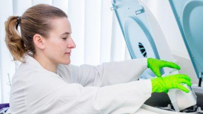 Probenaufbereitung im DKMS Labor