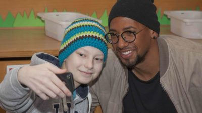Jerome Boateng in der Kinderklinik