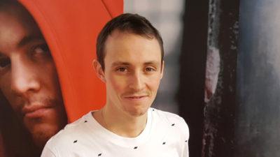 Gold fürs Leben: DKMS-Unterstützer Eric Frenzel trägt die deutsche Fahne