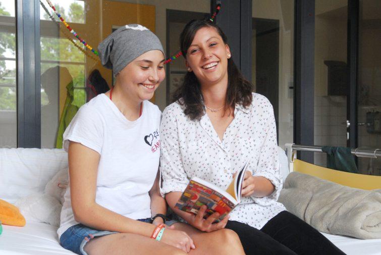 Anne (l.) mit Schwester Anika