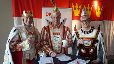 Kölner Dreigestirn setzt Tradition fort