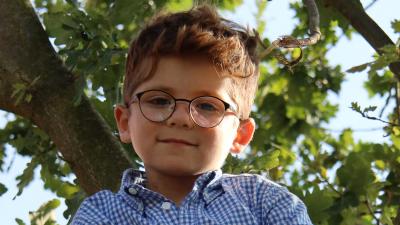 Ein Schulkind, eine Schultüte und ein neuer Lebensabschnitt